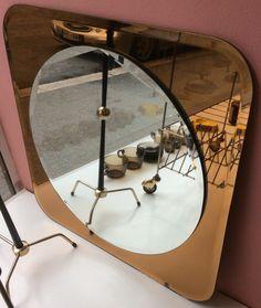 60-70-luvun fasettihiottu peili ruskeasävyisellä peililasikehyksellä . mirror from '60-'70s with brown colored mirror frame, 60x60cm SOLD