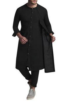 Buy Overlap kurta with pants by Suta & Co - Men at Aza Fashions Kurta Pajama Men, Kurta Men, Indian Men Fashion, Mens Fashion Suits, Men's Fashion, Mens Traditional Wear, Boys Kurta Design, African Dresses Men, Ethenic Wear