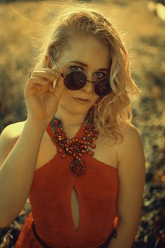 red, lace, dress, fashion, glamour, outfit, style, look, sexy, colorful, woman, curls, hair, blonde, hippie, 70ies, inspiration, photography, leather, christina key, christina keys blog, young, love, passion, freiburg, germany, portrait,