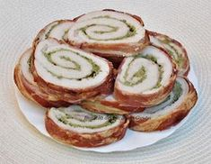 Rulada din piept de pui,invelita in bacon Bacon, Brunch, Romanian Food, Cucumber, Sushi, Appetizers, Bread, Vegetables, Cooking