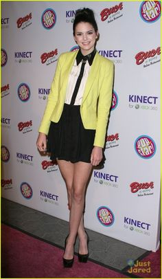 Black and white with a splash of colour. Monochrome dress + yellow blazer. Kendall Jenner style. <3