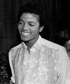 He has the cutest smile. Michael Jackson - Cuteness in black and white ღ  by ⊰@carlamartinsmj⊱