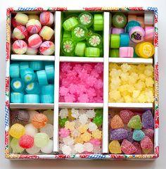 Beautiful Japanese Candy Bento Box of Candy Japanese Sweets, Japanese Snacks, Japanese Candy, Japanese Food, Japanese Wagashi, Japanese Culture, Desserts Japonais, Bar A Bonbon, Sugar Candy
