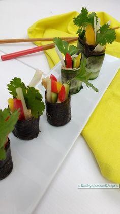 Nori rolls met komkommer- 6 rolletjes op en schaaltje Sushi, Rolls, Snacks, Cilantro, Appetizers, Bread Rolls, Treats, Bunny Rolls, Finger Food