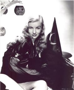 Veronica Lake casting a sexy spell.  #vintage  #hollywood
