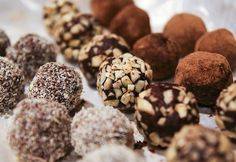 Treat your friends to homemade holiday gifts: Homemade truffles Chocolate Shop, Chocolate Lovers, Chocolate Recipes, Coconut Chocolate, Nutella, Homemade Truffles, Truffles Recipe, Homemade Recipe, Coconut Peanut Butter