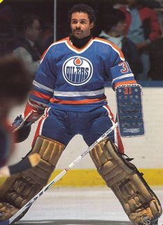 In the NHL drafted its Black player, Grant Fuhr. He was picked in the round & became the goalie for the world champion Edmonton Oilers Hockey Goalie, Hockey Games, Ice Hockey, Maurice Richard, Nhl, Patrick Roy, Hockey Posters, Hockey Hall Of Fame, Hockey Pictures