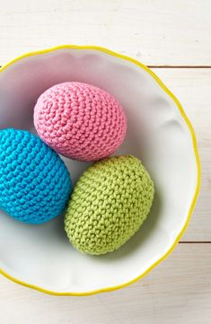Easter crafts: How to crochet an egg | Crochet Pattern @molliemakes