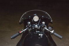 Cafe Racer, custom and classic motorcycles from around the globe. Featuring the world's top builders of custom motorcycles and Cafe Racers since Cafe Racer Honda, Cafe Racer Build, Cafe Racers, Custom Motorcycles, Custom Bikes, Garage Bike, Brat Cafe, Cb750, Motorcycle Outfit