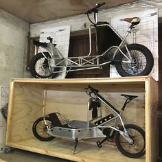 In the garage Kick Scooter, Scooter Girl, Velo Cargo, Power Bike, Push Bikes, Fat Bike, Bicycle Design, Tricycle, Bike Life