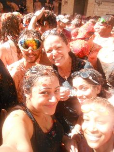 Tomato fight in Spain - La Tomatina Adventure | Curious Kat's Adventure Club
