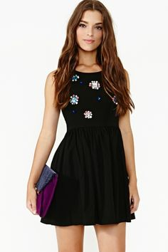 love love love love so much. why can't I have gorgeous dresses like this?