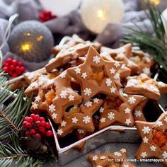 Gwiazdki kawowe z dżemem i lukrem Gingerbread Cookies, Tahini, Waffles, Breakfast, Desserts, Food, Gingerbread Cupcakes, Morning Coffee, Tailgate Desserts