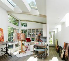 Die Dachfenster im Atelier sind ein Bonus zu den anderen großen Fenstern