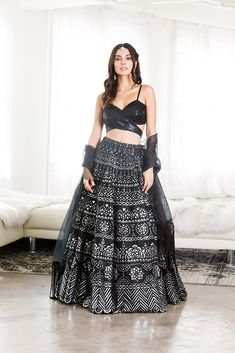 Ethnic Fashion, Modern Fashion, Indian Fashion, Bridal Blouse Designs, Saree Blouse Designs, Indian Attire, Indian Ethnic Wear, Indian Dresses, Indian Outfits