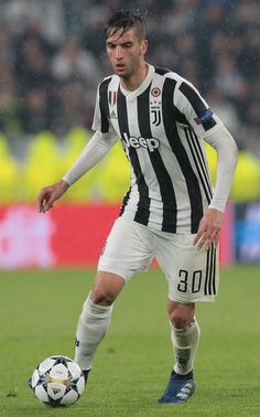 Rodrigo Bentancur of Juventus FC in action during the UEFA Champions League Quarter Final Leg One match between Juventus and Real Madrid at Allianz Stadium on April 3, 2018 in Turin, Italy.