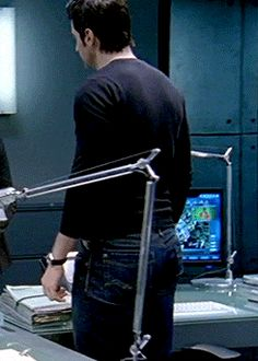 Richard Armitage as Lucas North in Spooks/MI-5 (2002-2010) (gif)