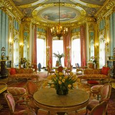 interior of Highclere Castle Beautiful Castles, Beautiful Buildings, Beautiful Homes, Inside Castles, Palace Interior, Castles In England, English Castles, Castle Wall, Casa Real