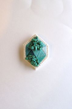 Geometric emerald green brooch embroidered von AnAstridEndeavor, $35.00