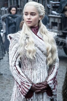 Daenerys Targaryen, Game of Thrones, Wallpaper Daenerys Targaryen Dress, Emilia Clarke Daenerys Targaryen, Narnia, Deanerys Targaryen, Steven Universe, The Mother Of Dragons, Game Of Thrones Costumes, Game Of Thrones Dragons, Clarks