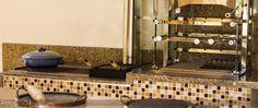 Grill New Prime  toda em Aço inox 304 em 5mm manivela frontal para elevação da grelha, alem de bonita e a qualidade polytec, será um sucesso o seu churrasco.  Com 1/2 grelha Argentina e 1/2 grelha Parrilla.  *Podendo adquirir uma grelha auxiliar.(não incluso) henrique@polytec.com.br