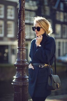 How to style your navy coat on a transitional outfit : MartaBarcelonaStyle's Blog