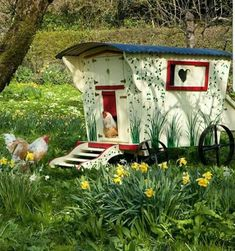 this would also make a really cute childs play house or Dog house too! Fancy Chicken Coop, Backyard Chicken Coops, Chickens Backyard, Hen Chicken, Fancy Chickens, Urban Chickens, Poultry Supplies, Unique Gardens, Woodworking Projects Plans