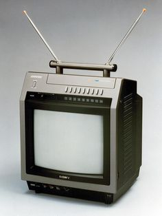 "Sony: The was nicknamed the ""Citation"" after a line of Cessna Jets (which in turn was named after the famous thoroughbred race horse). Indeed, its design was partly inspired by imagining a monitor one might find inside a cockpit. Sony Design, Tv Set Design, Vintage Television, Television Set, Tvs, Radios, Sony Electronics, Portable Tv, Sony Tv"