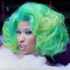 Nicki Minaj in Shoulder Length Green Wavy Hair Nicki Minaj Hairstyles, Wig Hairstyles, Nicki Minaj Wallpaper, Nicki Minaj Pictures, Retro Curls, Black Barbie, Green Hair, Beautiful Black Women, Shoulder Length