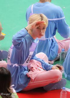 K Pop, Prince Felix, Kid Memes, Felix Stray Kids, Kids Wallpaper, Lee Know, Kids Videos, Reaction Pictures, Lee Min Ho