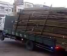Truck Driver Unloads Like a Boss
