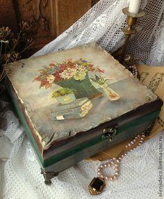 `ANNA- KATARINA` большая шкатулка для........ Красивая и необычная шкатулка для красивой девушки с необычным именем - Анна-Катарина.......     Сложный и интересный объемный  декор на крышке, красивые борта различных оттенков серого, зеленого и бирюзового,с небольшими…