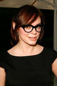Pin for Later: 77 Stars, die Brillen rocken Rose McGowan