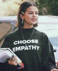 셀레나 고메즈- # Selena-Hospital - Miya Style World Looks Style, Style Me, Selena Gomez Fotos, Selena Gomez Short Hair, Selena Gomez Makeup, Selena Gomez Style, Jugend Mode Outfits, Corte Y Color, Looks Plus Size