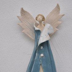 ANIOŁEK PŁASKI N. / JOANNA PIOTROWSKA / Dekoracja Wnętrz / Ceramika Ceramic Angels, Ceramic Birds, Ceramic Art, Christmas Clay, Christmas Angels, Clay Dolls, Art Dolls, Crafty Angels, Clay Angel