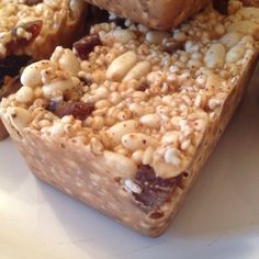 Mixed puffed grains and dried fruit goodness bars with nut butter and coconut oil (energy bars)