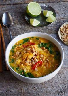 thai kyllngsuppe Thai Recipes, Asian Recipes, Chicken Recipes, Cooking Recipes, Norwegian Food, Norwegian Recipes, Keto Breakfast Smoothie, Wok, Chili