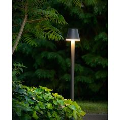 Stylowy wysoki słupek ogrodowy  Josy Led. Dostępny również kinkiet ogrodowy z tej samej serii. http://blowupdesign.pl/pl/38-lampy-ogrodowe-zewnetrzne-tarasowe-patio  #lampyogrodowe #lampyzewnętrzne #słupekogrodowy #oświetlnietarasu #outdoorlamps