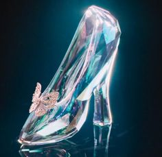 With this Cinderella shoe/glass slipper keychain favor, your guests are bound to feel the storybook magic in the air. Glass Slipper Cinderella, Real Cinderella, Fancy Shoes, Crazy Shoes, Cute Shoes, Disney Love, Disney Magic, Disney Frozen, Glass Shoes