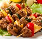 Kebab in the oven Ingredients: Meat (beef or pork) Bow Pepper Salt Hops suneli Preparation: I love the simple barbecue without mayonnaise, Paneer Tikka, Good Healthy Recipes, Vegetarian Recipes, Shashlik Recipes, Pollo Tandoori, Tikka Recipe, Asian Beef, Indian Food Recipes, Ethnic Recipes