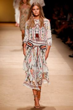 Boho Chic, hippie style, fashion, outfit Etro Spring 2015 Ready-to-Wear Fashion Week, Runway Fashion, Boho Fashion, High Fashion, Fashion Show, Fashion Design, Fashion Trends, Fashion Models, Boho Chic