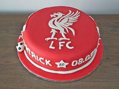 Konfirmasjonskake med Liverpool-tema  {Bakemagi.no} Liverpool, Birthday Cake, Desserts, Food, Alternative, Tailgate Desserts, Deserts, Birthday Cakes, Essen