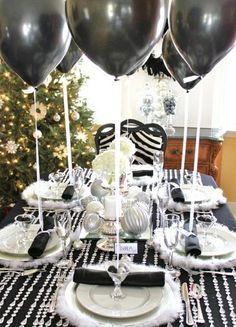 Black and white with the beads and balloons. Classy and simple. #decor #party http://rosechairdecor.com