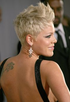here we go, i'm about to faux hawk it, and this is almost the color i want (lighter please, maybe)