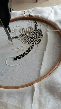 This Pin was discovered by Eft Hand Embroidery Dress, Tambour Embroidery, Sewing Machine Embroidery, Machine Applique, White Embroidery, Beaded Embroidery, Cross Stitch Embroidery, Embroidery Patterns, Tatting Patterns Free