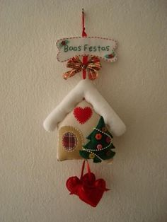 Felt Christmas Decorations, Felt Christmas Ornaments, Handmade Ornaments, Christmas Projects, Felt Crafts, Holiday Crafts, Homemade Christmas, Christmas Crafts, House Ornaments