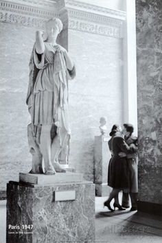 Paris, 1947 - Love in the Louvre
