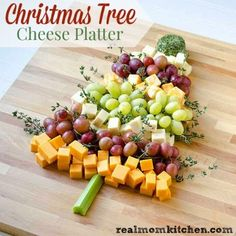 Christmas Tree Cheese Platter from Real Mom Kitchen. Lovely, simple, healthy for a holiday party Christmas Party Food, Xmas Food, Christmas Appetizers, Christmas Cooking, Christmas Treats, Holiday Treats, Holiday Recipes, Christmas Goodies, Christmas Cheese