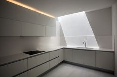 Image 47 of 47 from gallery of House on the Cliff / Fran Silvestre Arquitectos. Photograph by Fran Silvestre Arquitectos Residential Architecture, Contemporary Architecture, Interior Architecture, Interior Design, Kitchen Interior, Kitchen Design, Cupboard Design, Cliff House, Minimalist House Design