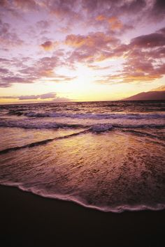 Hawaii, Maui, Wailea Beach at sunset..... I was here one year ago.... Ohhhhhh how I want to be back there!!